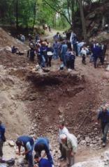 hradisko_rozkopane2002